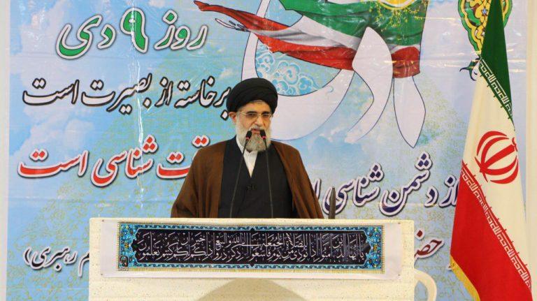 ملت انقلابی ایران با فتنه از هر طرفی چه اصلاح طلب فتنه گر و چه اصولگرا منحرف مقابله خواهد کرد