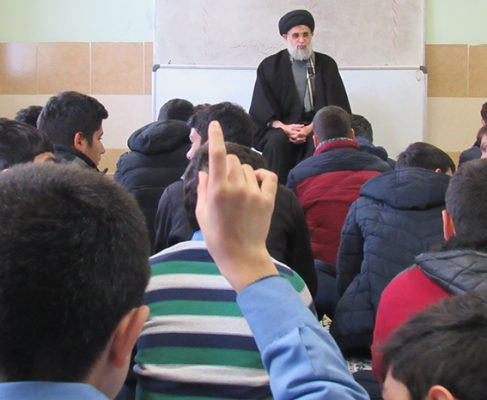 گزارش تصویری از دیدار صمیمانه امام جمعه انزلی با دانش آموزان مدارس غازیان(۲)