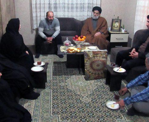 گزارش تصویری/دیدار امام جمعه انزلی با جمعی از خانواده های شهدای جاویدالاثر