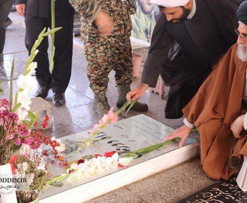 گزارش تصویری گلباران مزار شهدای انزلی در ایام هفته بسیج و روز نیروی دریایی//