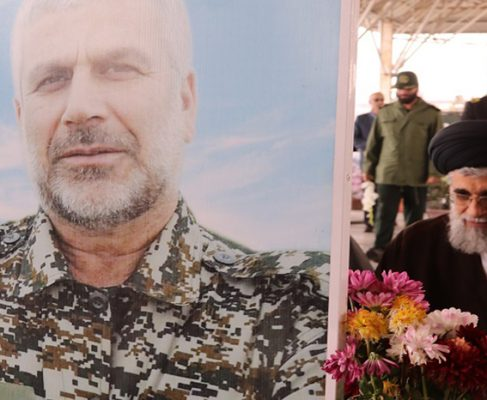 گزارش تصویری گلباران مزار شهدای بندر انزلی در دهه مبارک فجر//