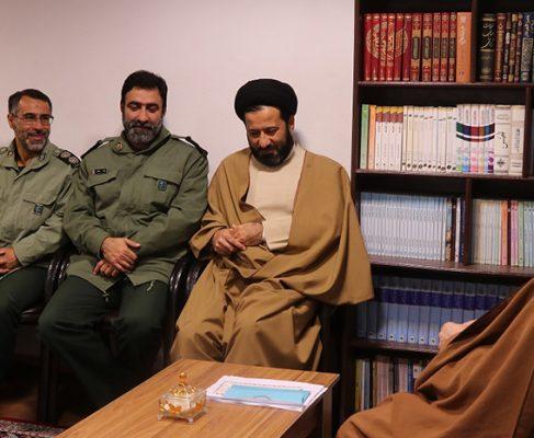 گزارش تصویری دیدار نوروزی جمعی از مسئولان با امام جمعه بندر انزلی//
