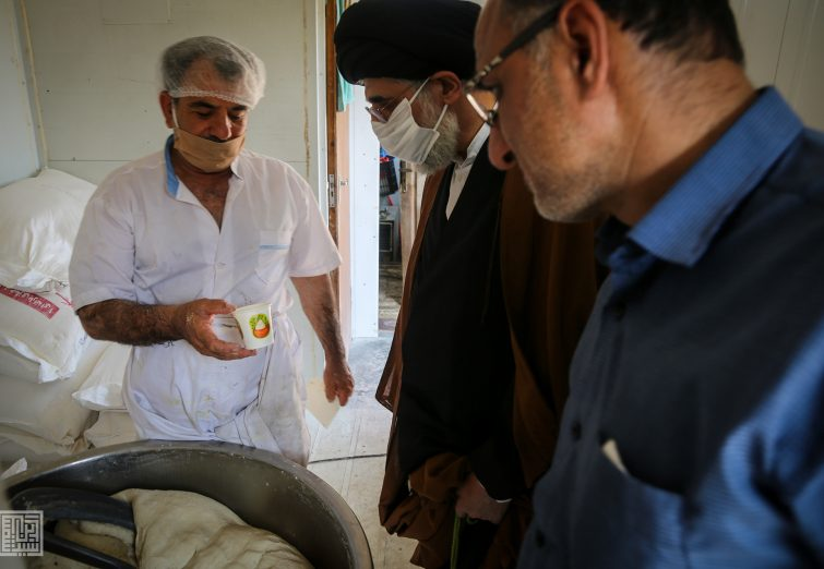 بازدید امام جمعه بندرانزلی از پخت و توزیع نان صلواتی توسط ستاد مردمی اربعین شهرستان