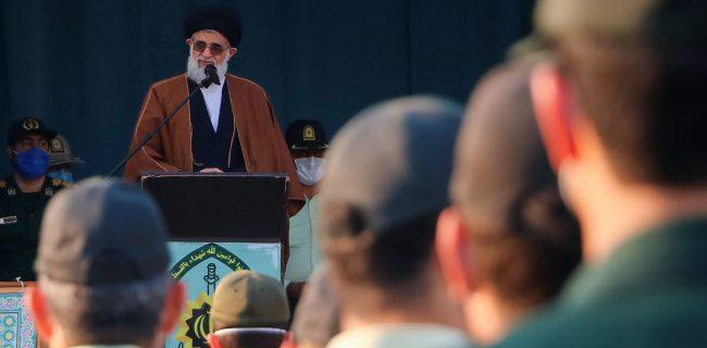 نیروی انتظامی مسئولیتی سخت و خطیر در برابر دشمنان، بدخواهان و برهم زنندگان نظم و آرامش در جامعه دارد